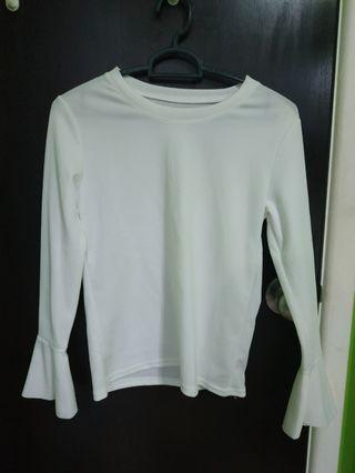 🚚 ribbed white long sleeve top with flare sleeve