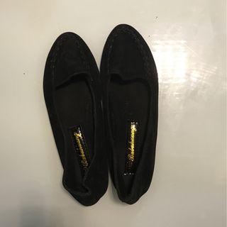 黑色平底絨面鞋