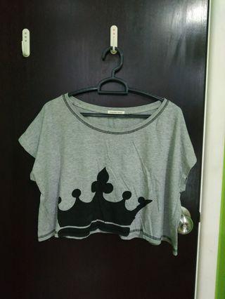 🚚 crown grey crop top