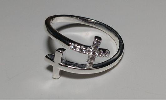 🚚 Lucy's全新 純銀 雙十字架細鑽可調戒圍戒指+十字架項鍊一起賣