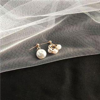 #108 Cute Pearls earrings