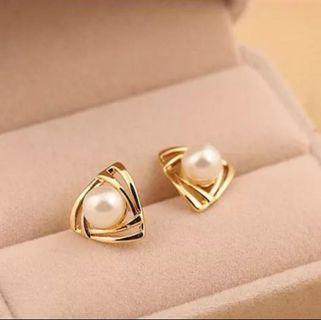 #113 Triangle-shaped Earrings with pearl