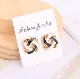 #114 Black and White twist earrings