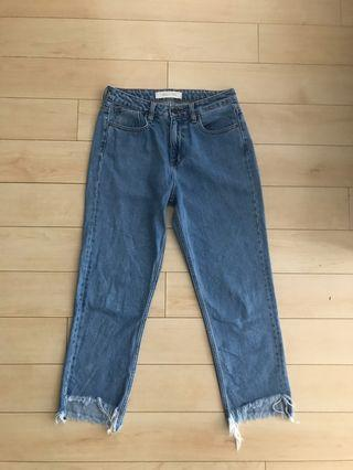 Hidden Jeans - High Rise Mom Jean Size 28