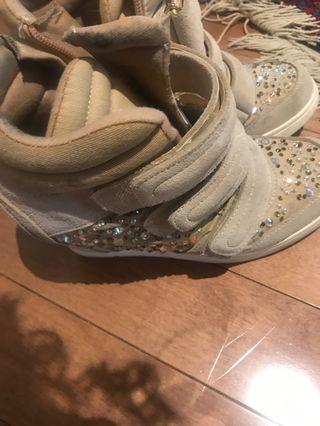 Wedge runners heels size 8.5