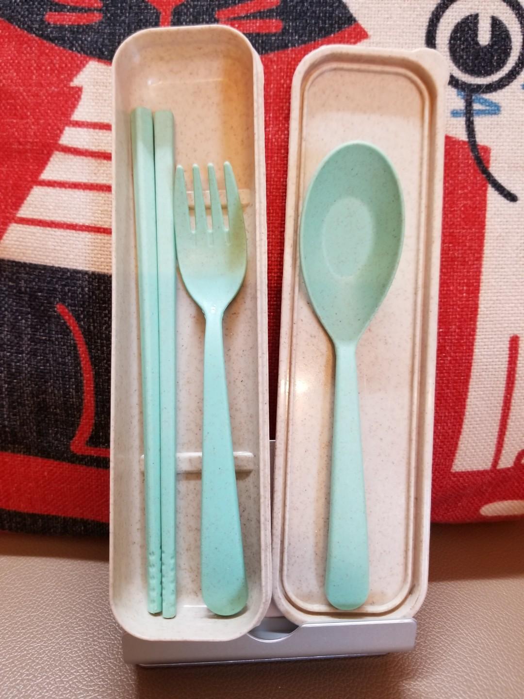 盒裝優質環保便攜餐具,45元4套。