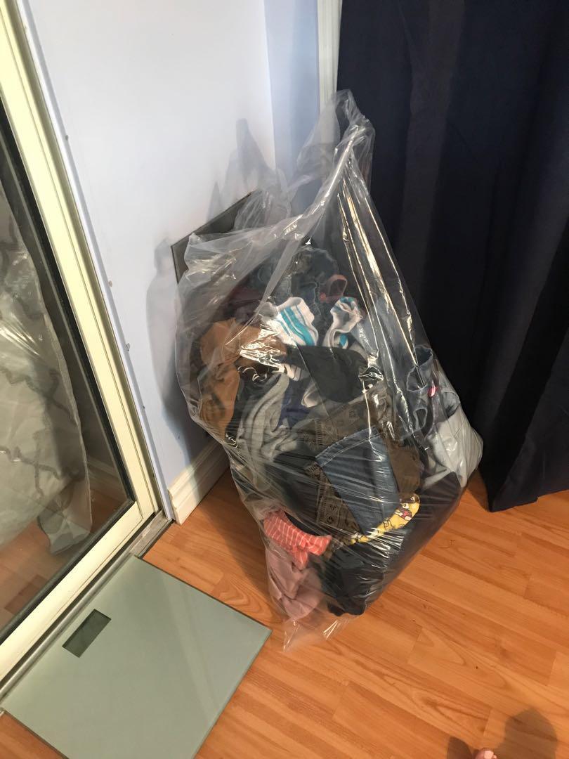 Big bag of clothes name brands (fashion nova,Hollister) & more