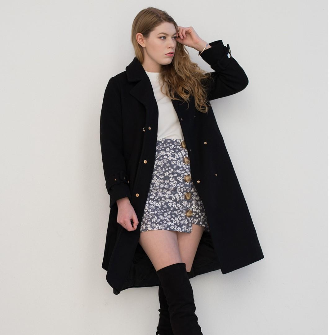 Black warm winter coat - unworn / new - discount for whole outfit
