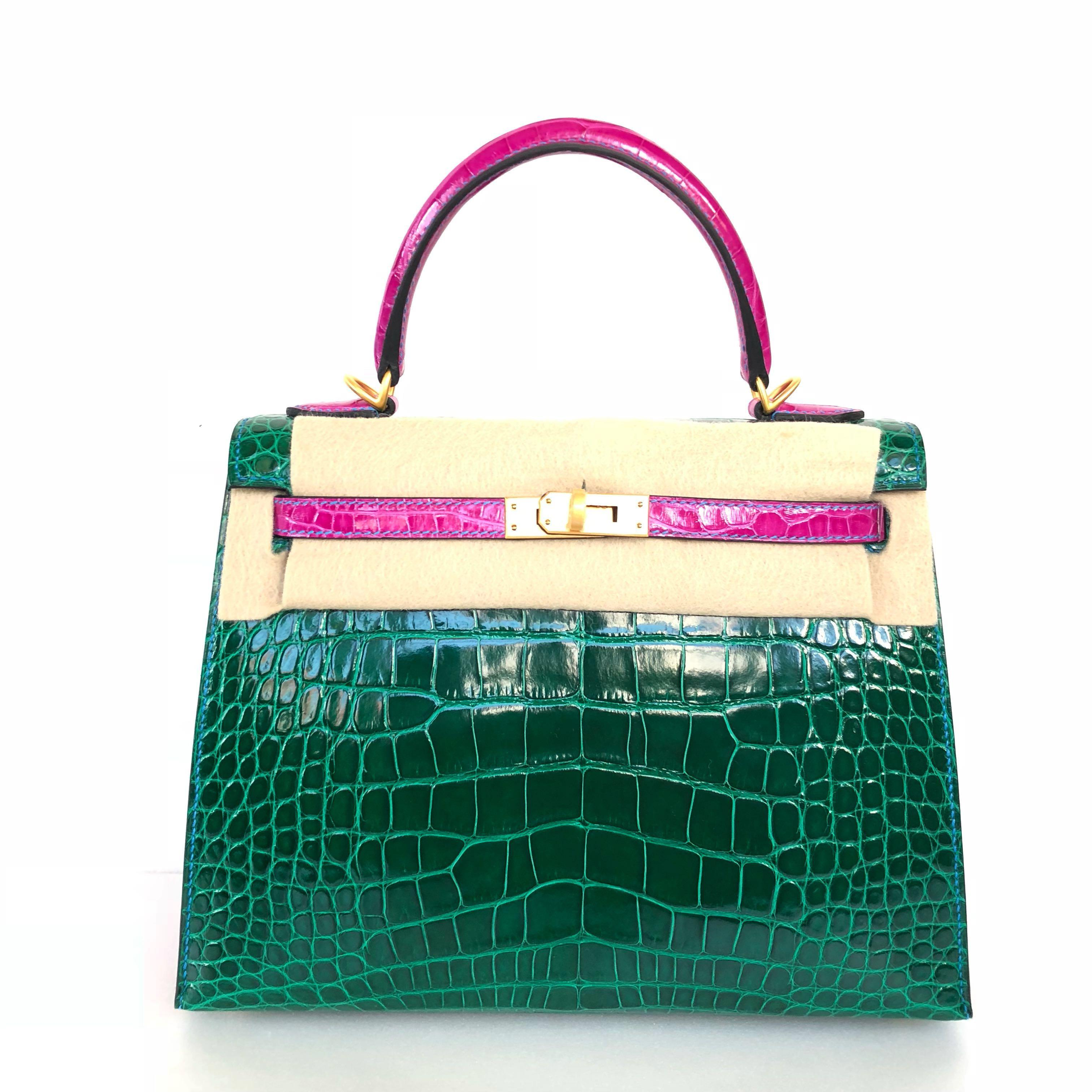 Hermes - HSS Special Order Vert Emerald / Rose Scherazade Shiny Alligator Kelly 25 Sellier with Contrasting Blue France Stitching with Brushed GHW