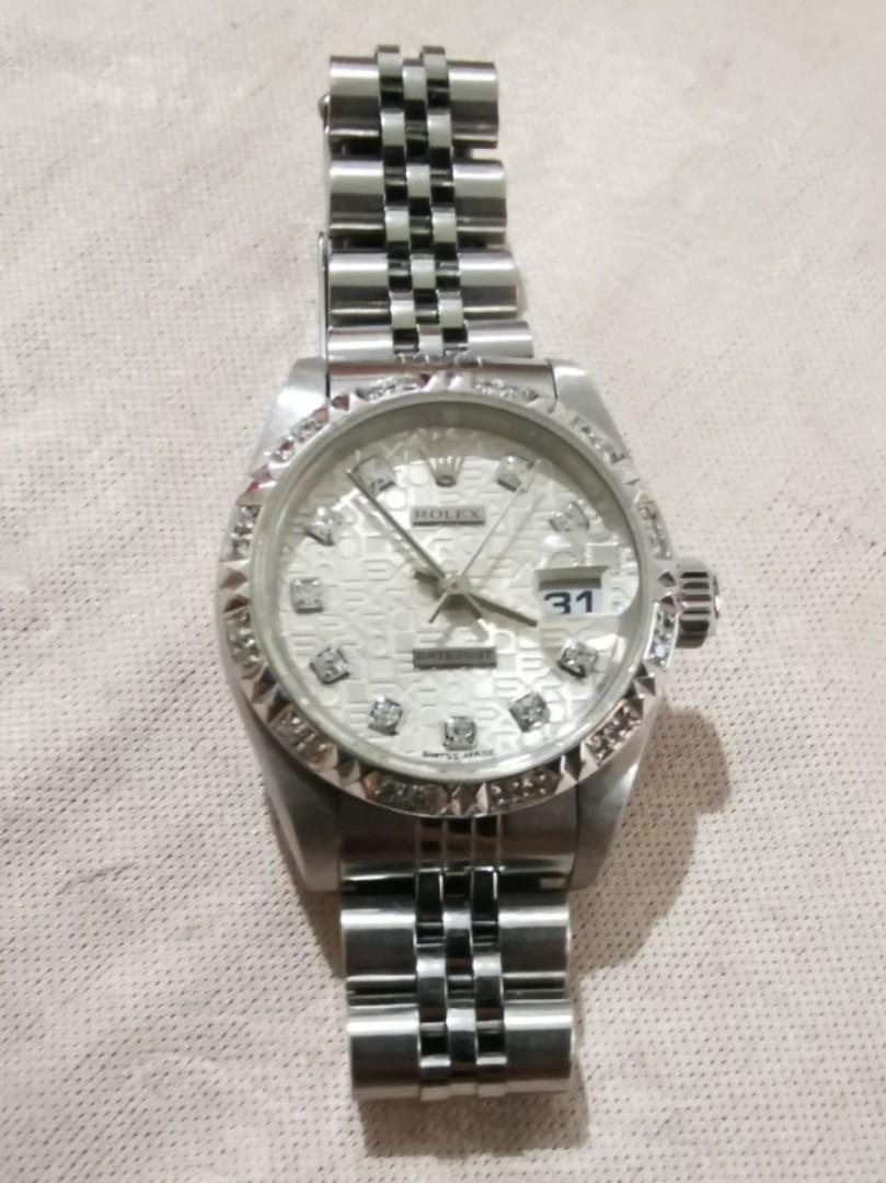 Price dropped)Lady Rolex Watch DATEJUST 100% Authentic No box no certificate Just the watch and original bezel Work well Good condition Seldom use Rarely worn You want interested we can meetup at Any Rolex Shop or any Pawnshop at Yishun for verification