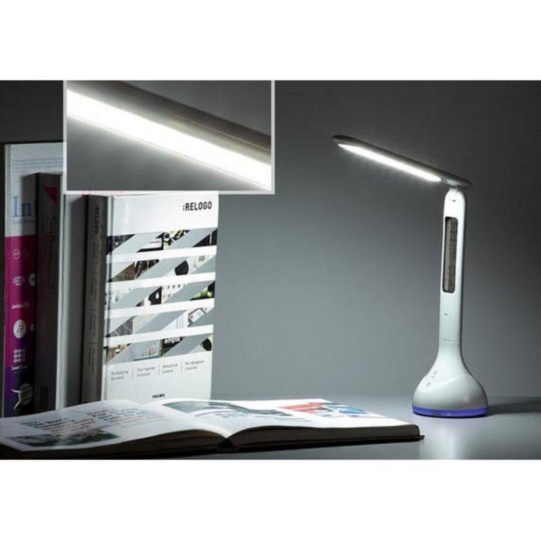 Lampu Meja RGB dengan Jam Temperatur - Q2 - White