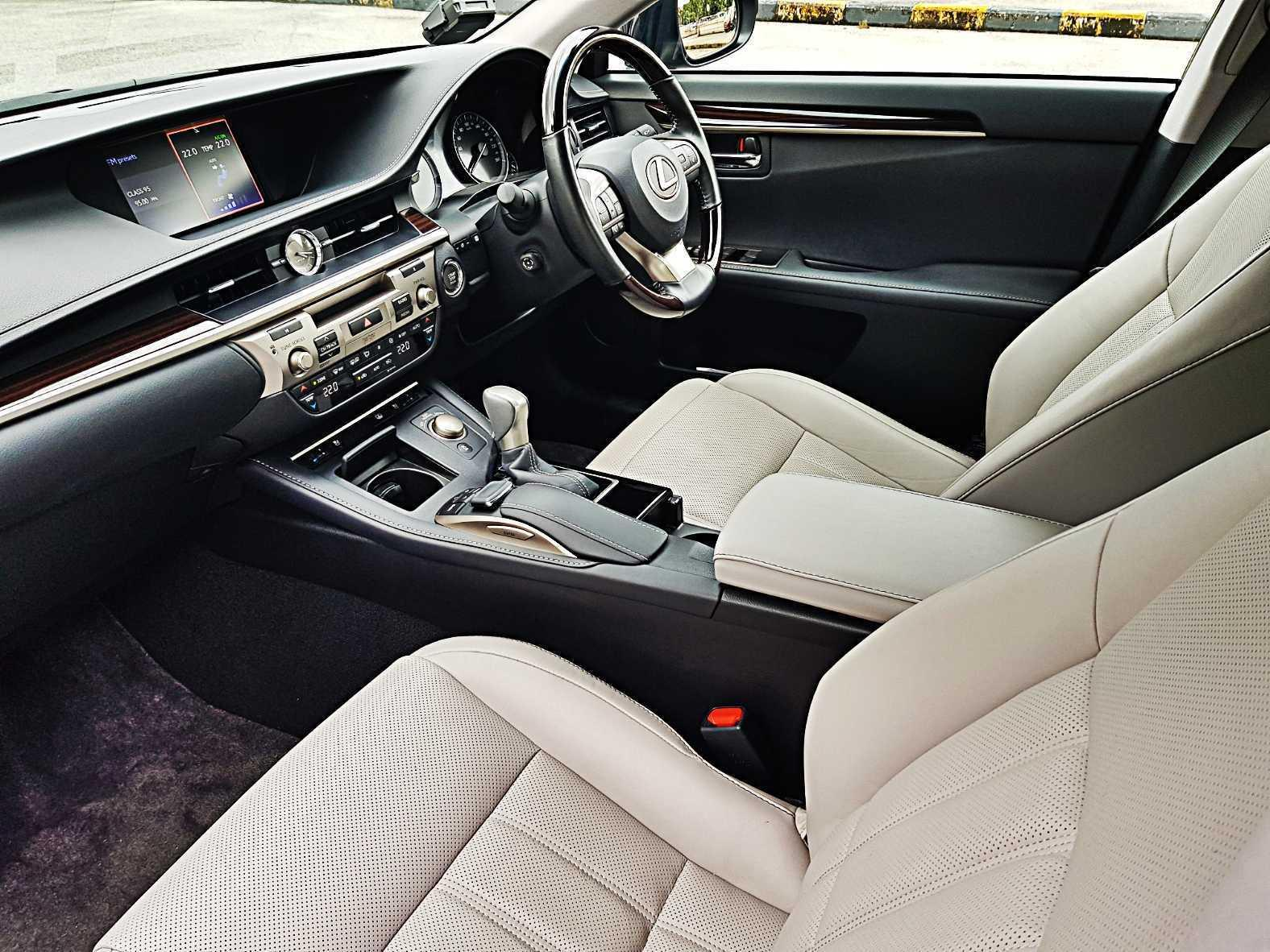 Lexus 250 Luxury Auto