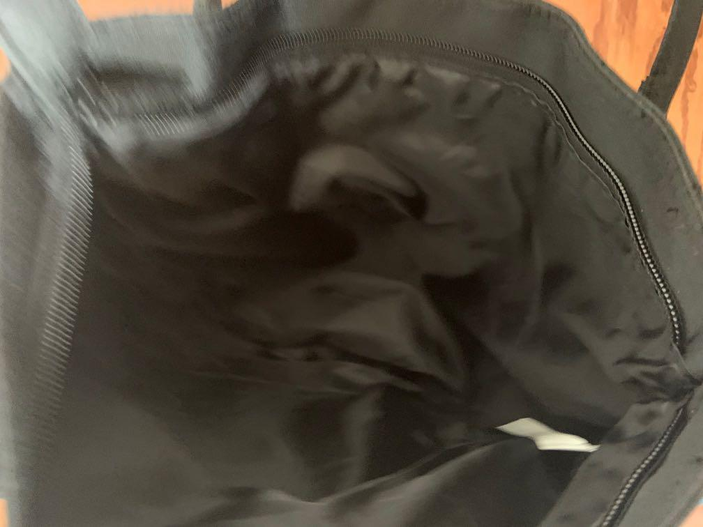 Tote bag in excellent condition. Can be used as lunch bag