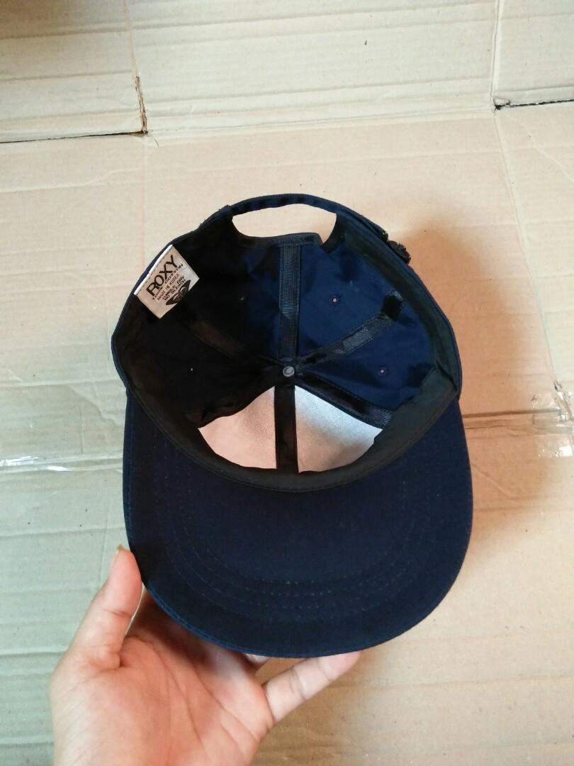 Vintage ROXY Hat Original made in Korea 100% Cotton Vintage authentic Size: Free/all size (pakai strap belakang,bisa di setel sesuai ukuran kepala) Full tag logo brand Logo brand full bordir Rare/Limited edition Kondisi: like new