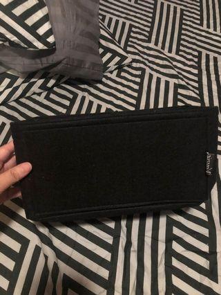 Bag organizer side medium in black