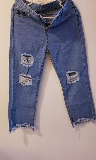 ripped jeans 牛仔褲