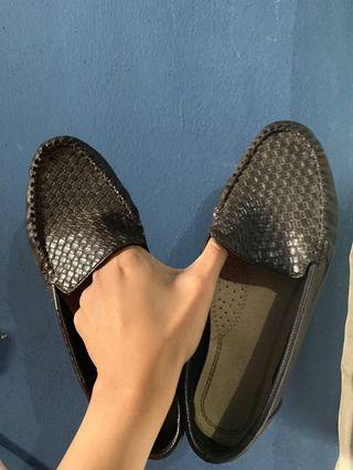 Sepatu kerja dan santai