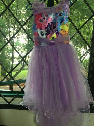 🚚 Pony dress size 9