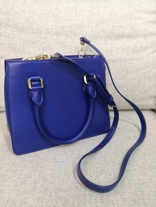 🚚 Blue Charles and Keith handbag