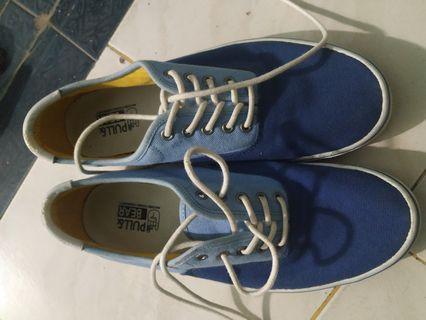 Pull n bear sneakers ori never used karena kurang srek dgn warna