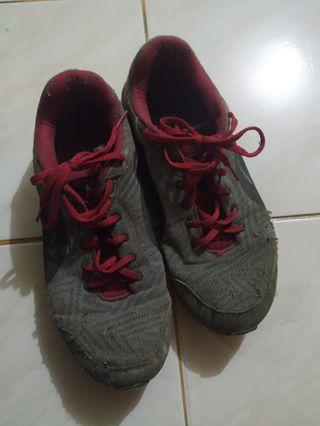 Sepatu puma uk 42