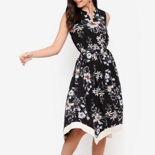 🆕ZALORA Contrast Hem Fit And Flare Dress