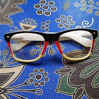 """Kacamata """"Jerman"""""""