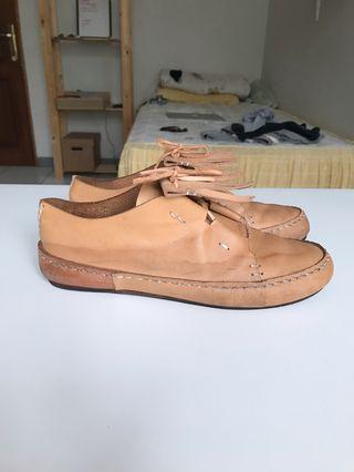 Sepatu Pijak Bumi