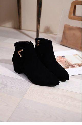 Black short classy boots