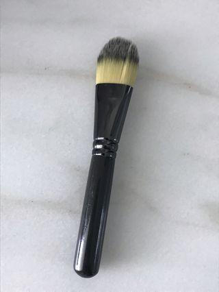 MAC Foundation Brush