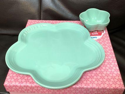 全新Le creuset lecreuset lc fleur plate set peppermint blue 大平花碟 & 迷你花碗一套