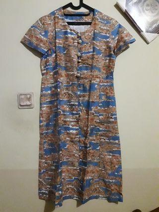 Midi dress motif biru