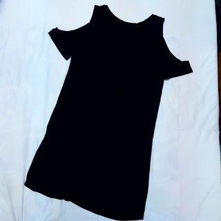 黑色大挖肩洋裝