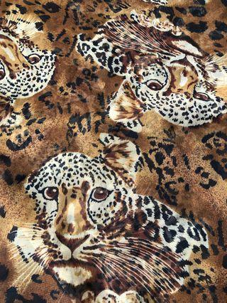 🚚 Leopard print scarf , very good condition.