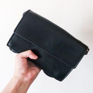 天藍小舖(全新)黑色簡約小側背包