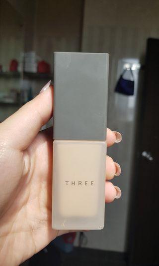 THREE - Fluid Foundation (202)