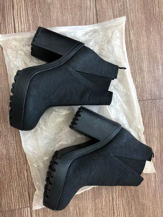 🚚 厚跟靴子