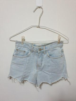 🚚 韓國dayblue 淺藍色超修飾大腿牛仔短褲