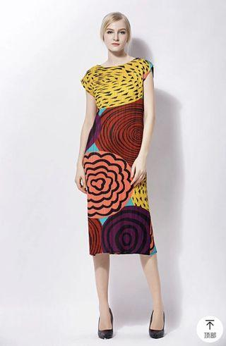 🚚 Pleated colourful dress