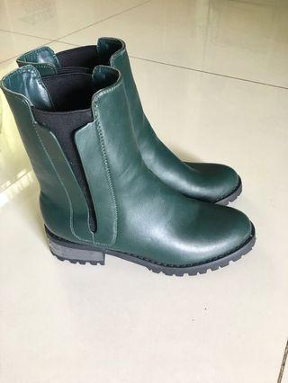 Cool and rugged Chelsea boots size 230