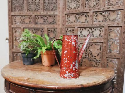 🚚 Vintage maroon watering can