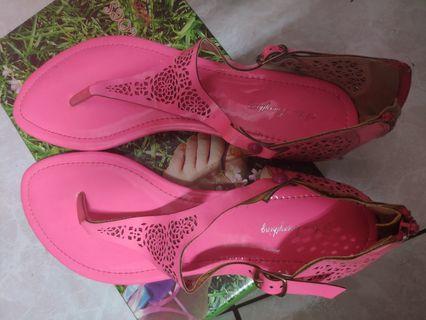 螢光粉涼鞋