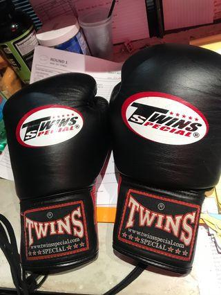 Twins lace boxing gloves 10oz