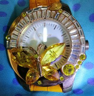 Women crystals fashion watch.