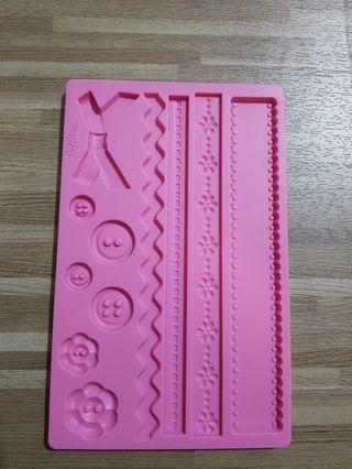 🚚 Wilton fondant and gum paste mould