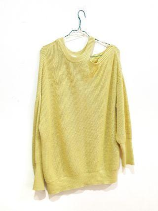 [GOOD DEAL] Sweater Rajut Off Shoulder Pull&Bear