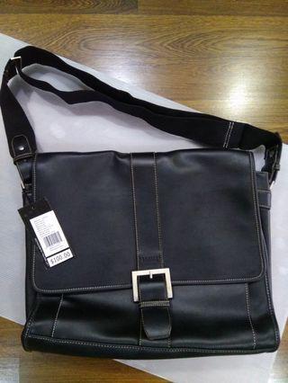 "Kenneth Cole Reaction ""Buckle Up"" Single Gusset Flapover Men Messenger Bag 530915"