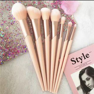 🚚 Rose makeup brush set