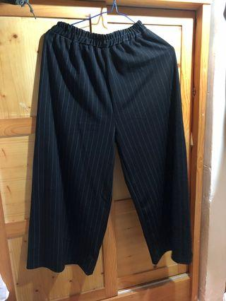 黑色直紋闊腳褲