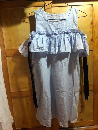 露肩連身短裙
